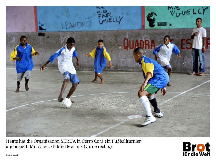 Heute hat die Organisation SERUA in Cerro Corà ein Fußballturnier organisiert. Mit dabei: Gabriel Martins (vorne rechts).