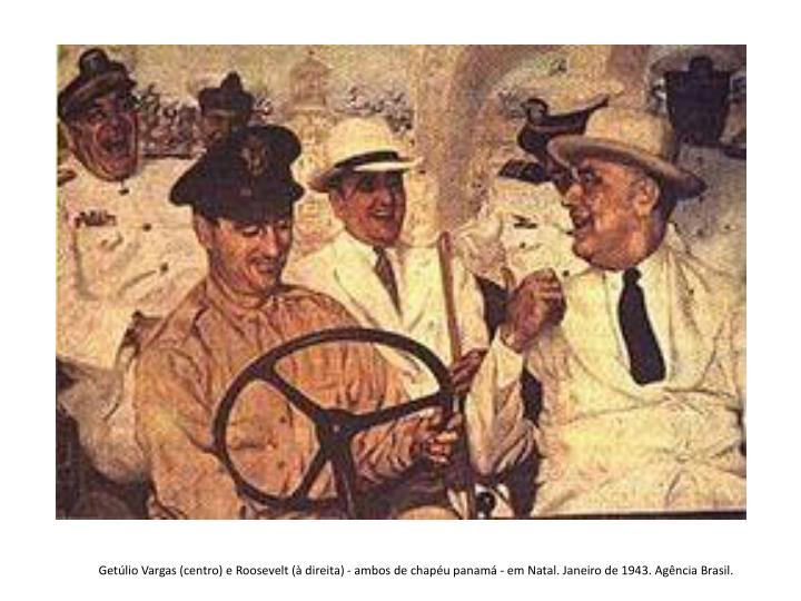Getúlio Vargas (centro) e Roosevelt (à direita) - ambos de chapéu panamá - em Natal. Janeiro de 1943. Agência Brasil.