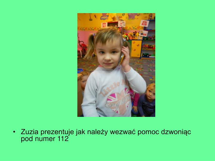 Zuzia prezentuje jak należy wezwać pomoc dzwoniąc pod numer 112