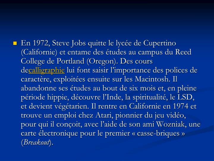 En 1972, Steve Jobs quitte le lycée de Cupertino (Californie) et entame des études au campus du Reed