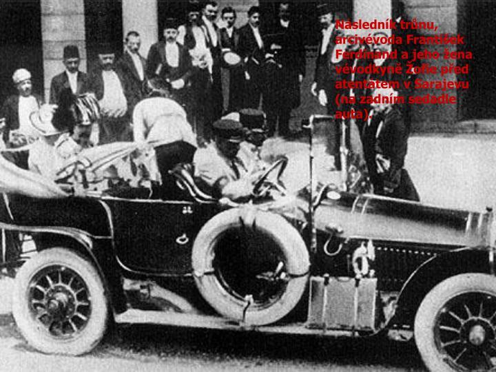 Následník trůnu, arcivévoda František Ferdinand a jeho žena vévodkyně Žofie před atentátem v Sarajevu (na zadním sedadle auta).