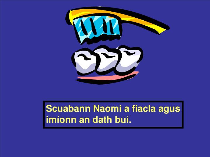 Scuabann Naomi a fiacla agus imíonn an dath buí.