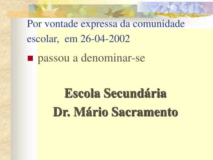 Por vontade expressa da comunidade escolar,  em 26-04-2002