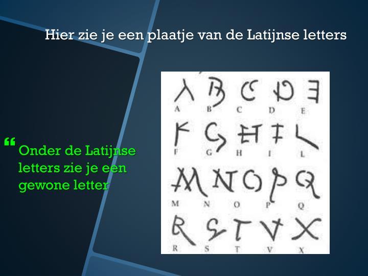 Onder de Latijnse letters zie je een gewone letter