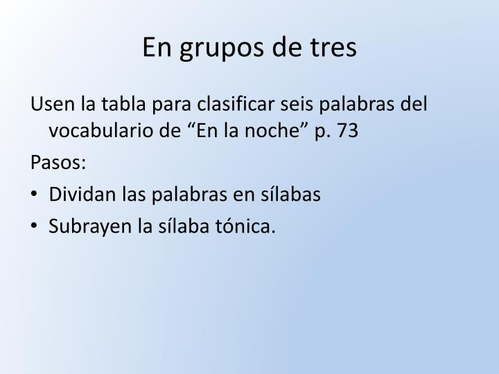 En grupos de tres