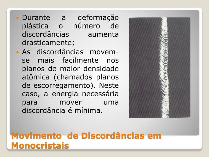 Durante a deformação plástica o número de discordâncias aumenta