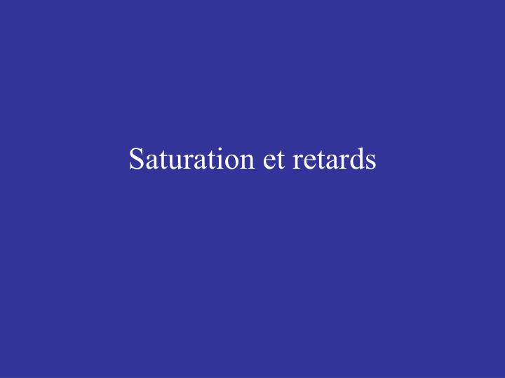 Saturation et retards