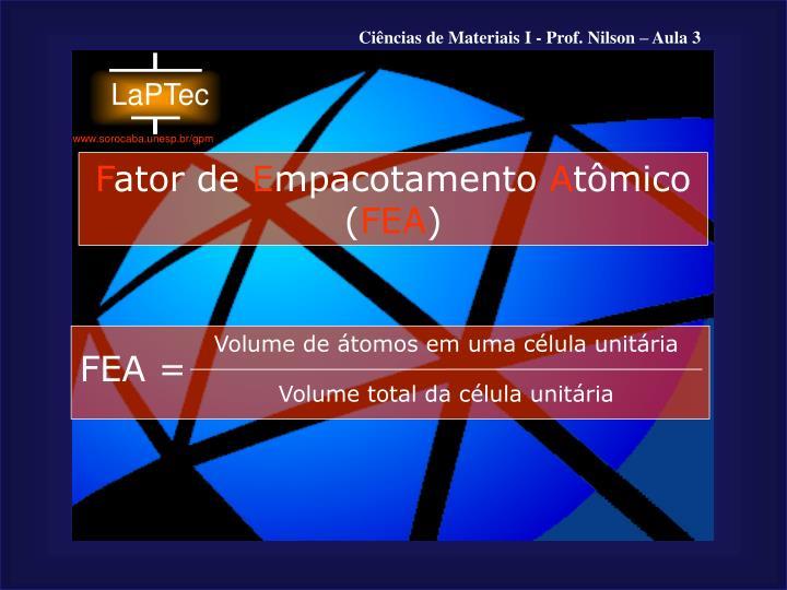 Volume de átomos em uma célula unitária