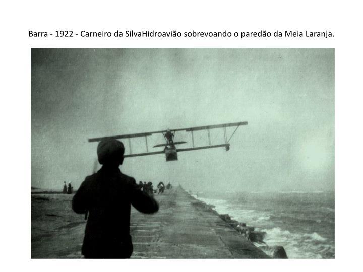 Barra - 1922 - Carneiro da SilvaHidroavião sobrevoando o paredão da Meia Laranja.