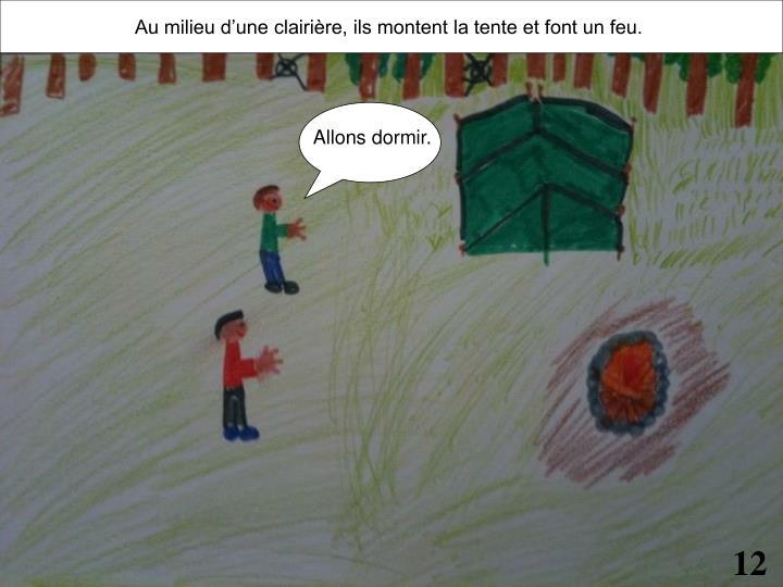 Au milieu d'une clairière, ils montent la tente et font un feu.
