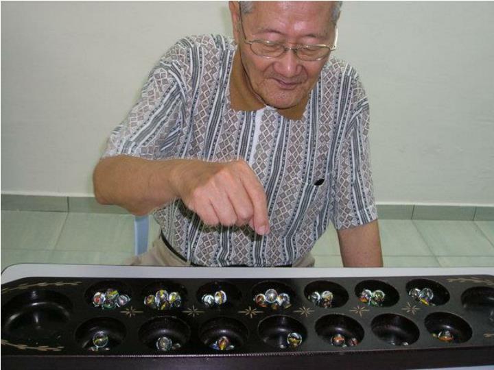 """Playing """"Chongkak"""", a Malaysian Game"""