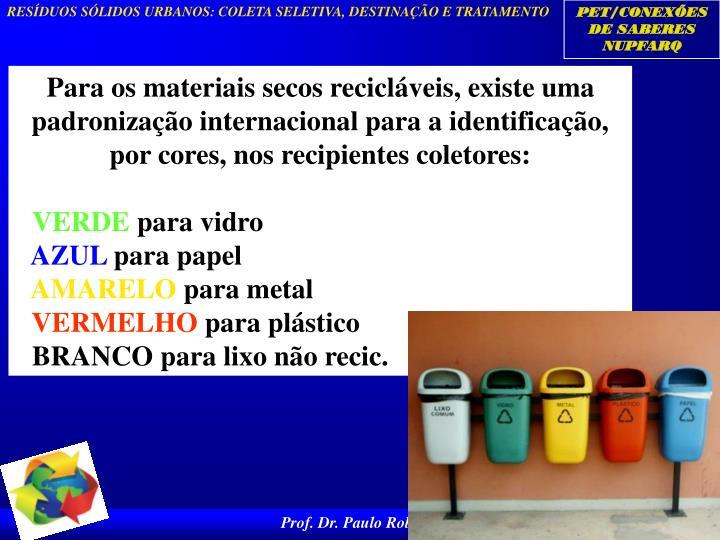 Para os materiais secos recicláveis, existe uma padronização internacional para a identificação, por cores, nos recipientes coletores: