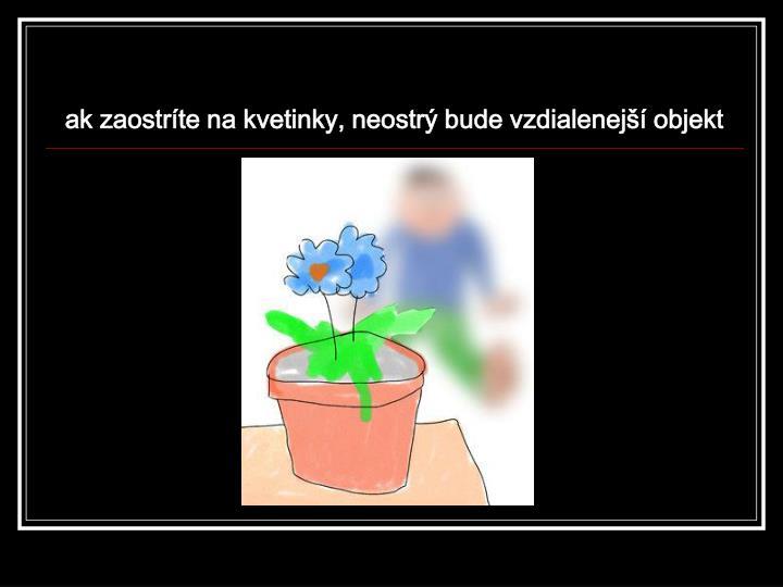 ak zaostríte na kvetinky, neostrý bude vzdialenejší objekt