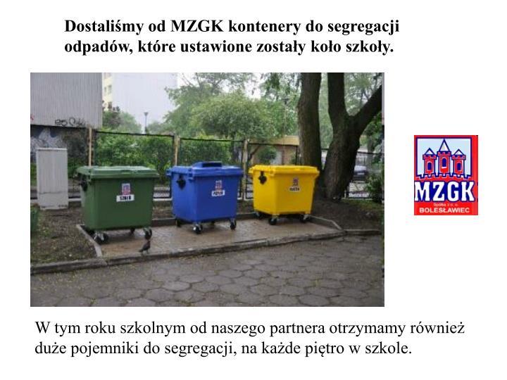 Dostaliśmy od MZGK kontenery do segregacji odpadów, które ustawione zostały koło szkoły.