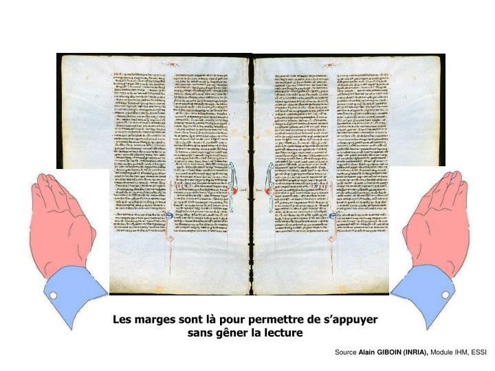 Lecture debout, les mains appuyés sur la bible