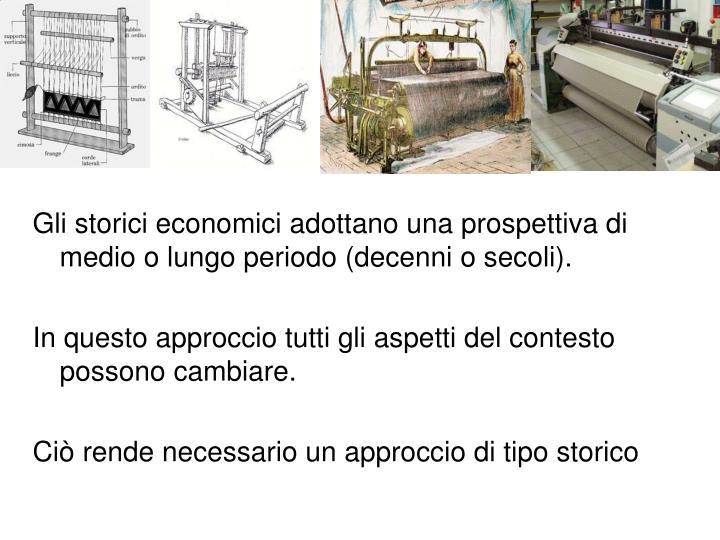 Gli storici economici adottano una prospettiva di medio o lungo periodo (decenni o secoli).