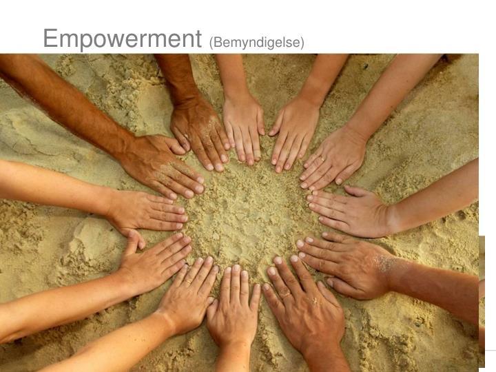 Prosessen som setter mennesker i stand til å øke kontrollen over og bedre egen helse (