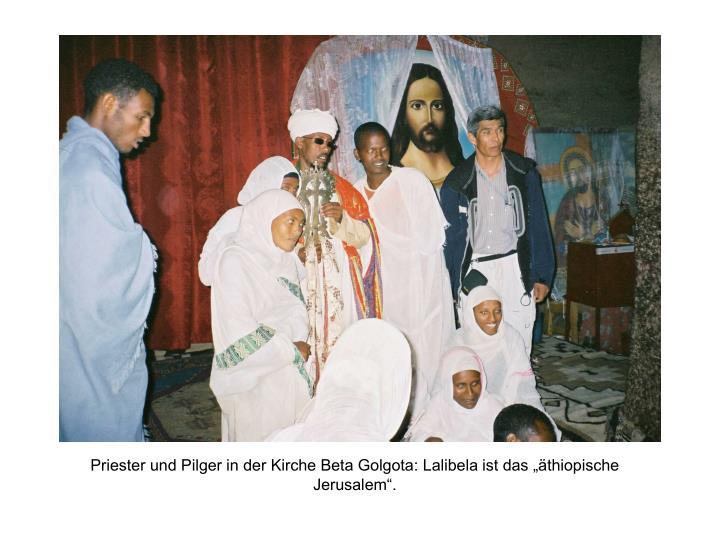 """Priester und Pilger in der Kirche Beta Golgota: Lalibela ist das """"äthiopische Jerusalem""""."""
