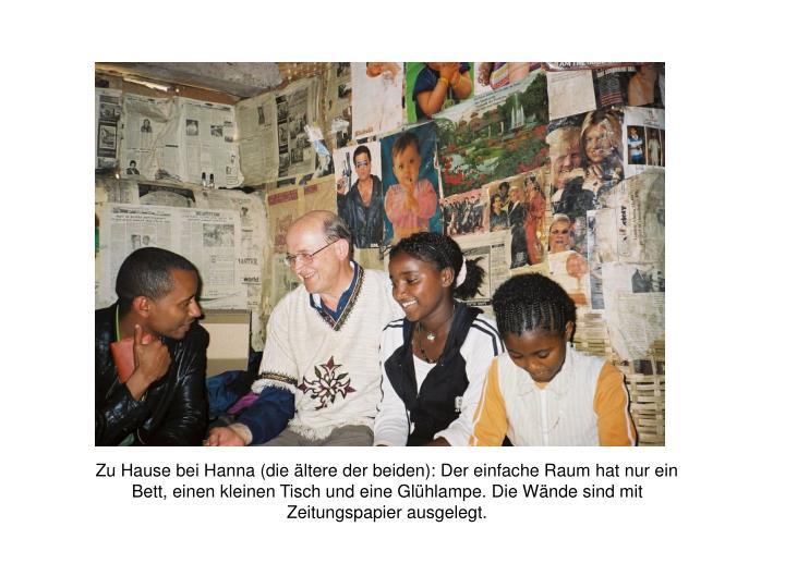 Zu Hause bei Hanna (die ältere der beiden): Der einfache Raum hat nur ein Bett, einen kleinen Tisch und eine Glühlampe. Die Wände sind mit Zeitungspapier ausgelegt.