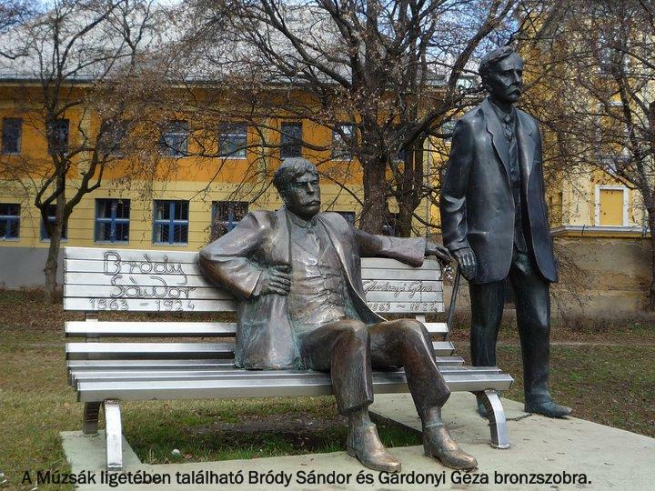 A Múzsák ligetében található Bródy Sándor és Gárdonyi Géza bronzszobra.
