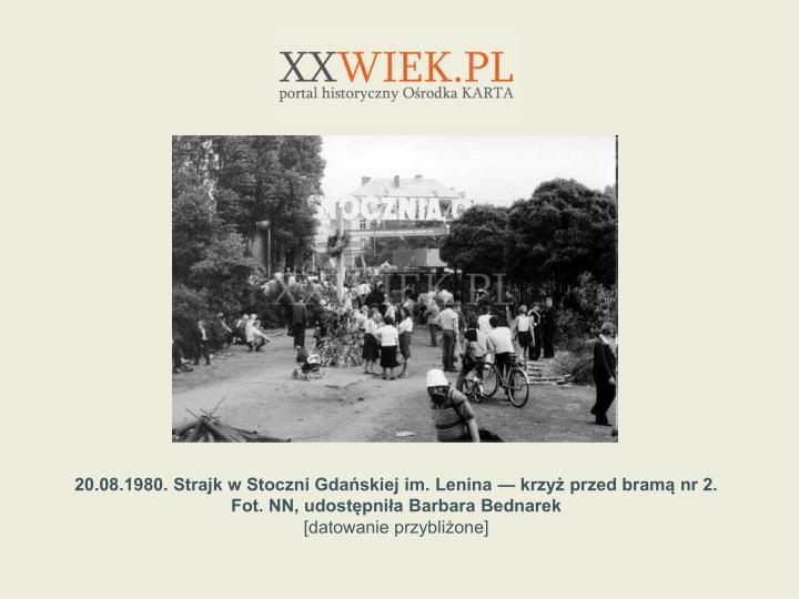 20.08.1980. Strajk w Stoczni Gdaskiej im. Lenina  krzy przed bram nr 2. Fot. NN, udostpnia Barbara Bednarek