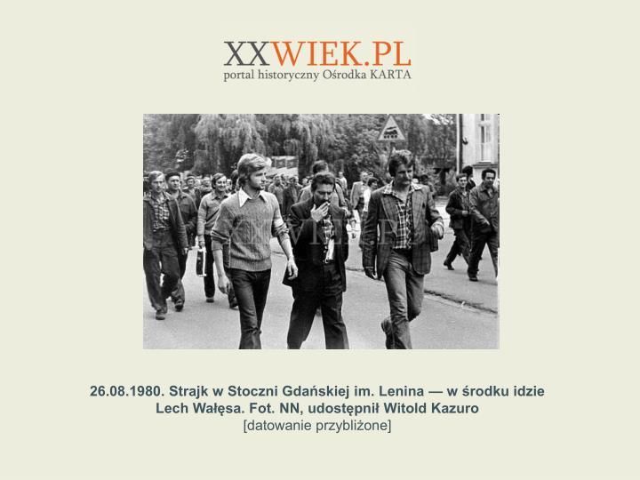26.08.1980. Strajk w Stoczni Gdaskiej im. Lenina  w rodku idzie