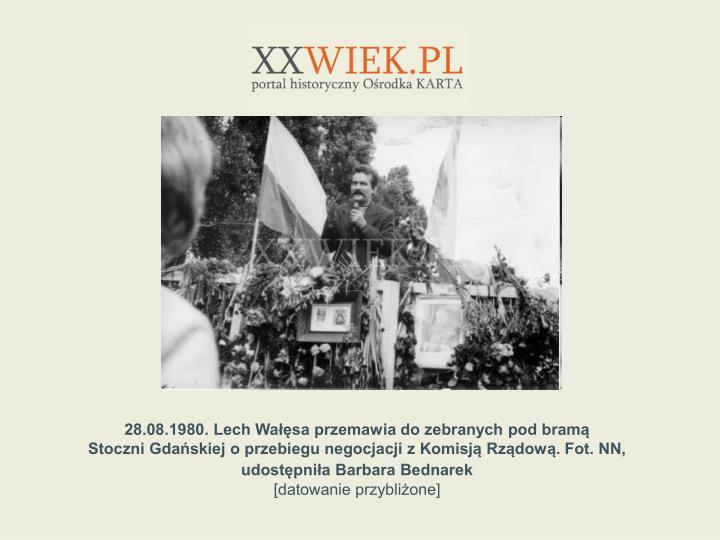 28.08.1980. Lech Wasa przemawia do zebranych pod bram
