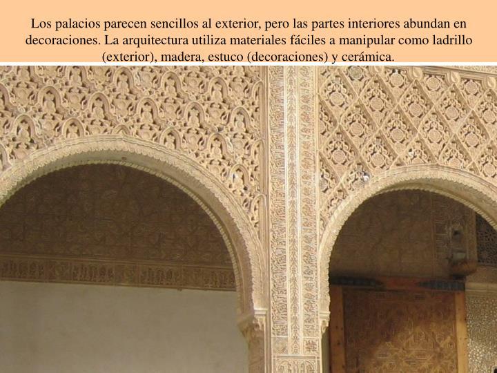Los palacios parecen sencillos al exterior, pero las partes interiores abundan en decoraciones. La arquitectura utiliza materiales fáciles a manipular como ladrillo (exterior), madera, estuco (decoraciones) y cerámica.