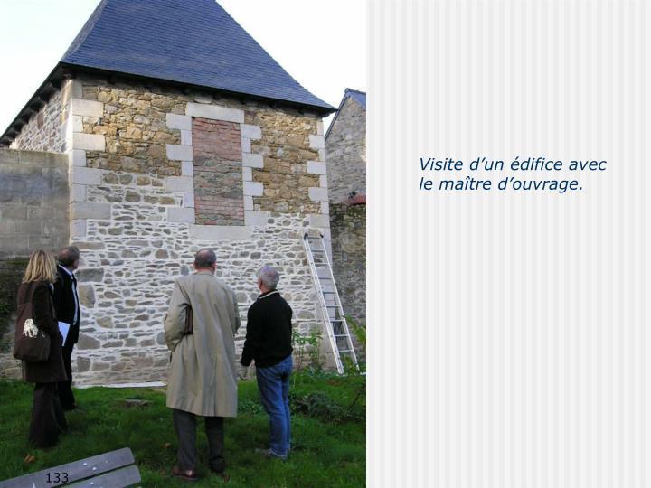 Visite d'un édifice avec le maître d'ouvrage.