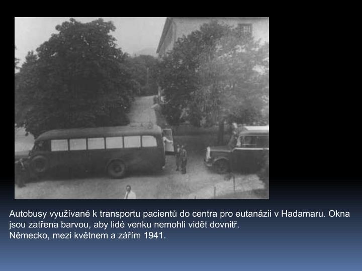 Autobusy vyuvan k transportu pacient do centra pro eutanzii v Hadamaru. Okna jsou zatena barvou, aby lid venku nemohli vidt dovnit.