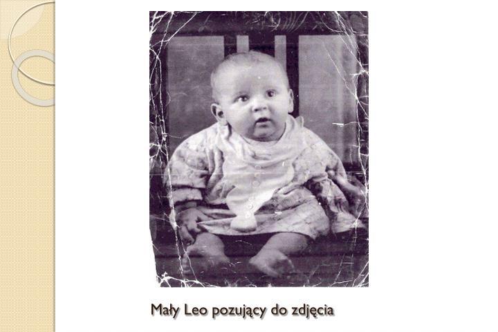 Mały Leo pozujący do zdjęcia