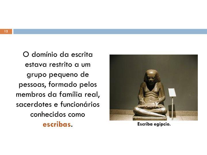 O domínio da escrita estava restrito a um grupo pequeno de pessoas, formado pelos membros da família real, sacerdotes e funcionários conhecidos como