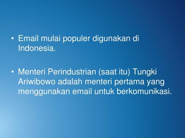 Email mulai populer digunakan di Indonesia.