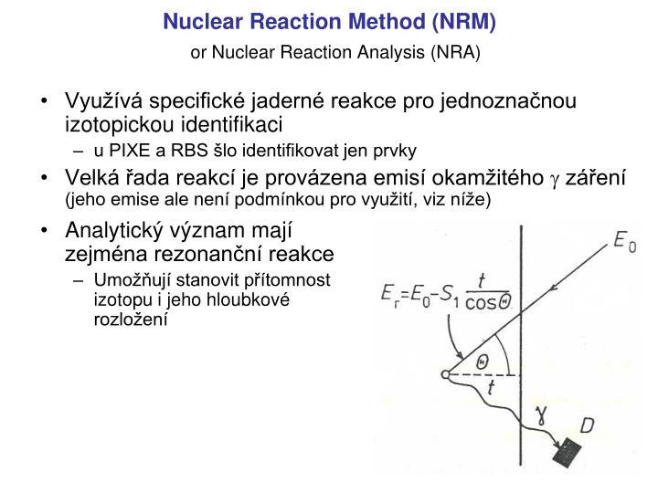Využívá specifické jaderné reakce pro jednoznačnou izotopickou identifikaci