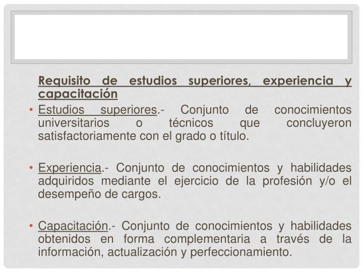 Requisito de estudios superiores, experiencia y capacitación