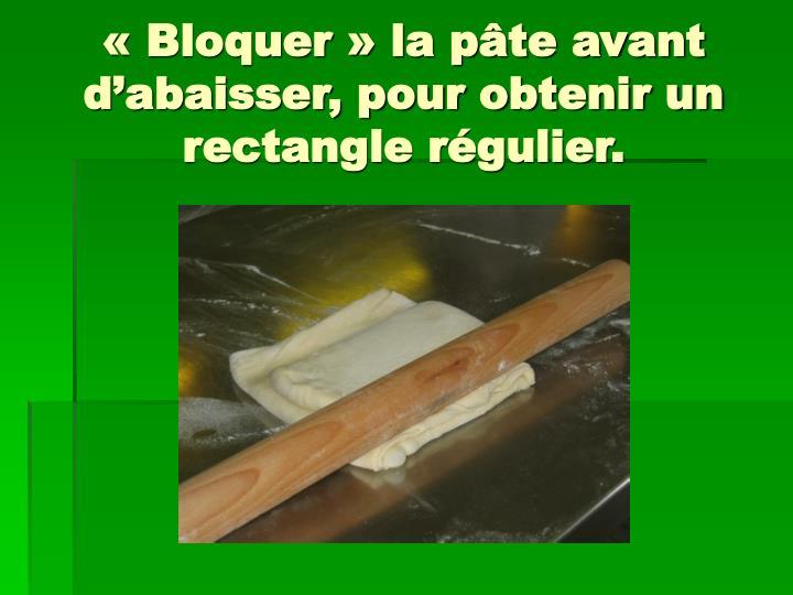 «Bloquer» la pâte avant d'abaisser, pour obtenir un rectangle régulier.