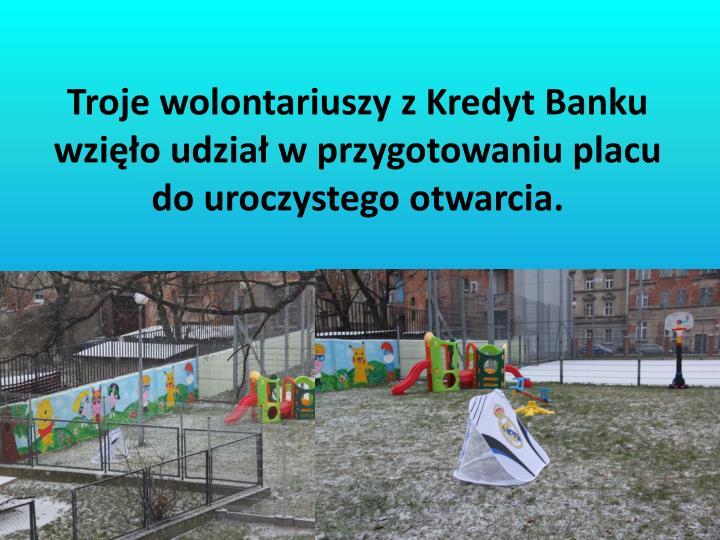 Troje wolontariuszy z Kredyt Banku wzięło udział w przygotowaniu placu do uroczystego otwarcia.