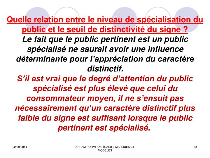 Quelle relation entre le niveau de spécialisation du public et le seuil de distinctivité du signe ?