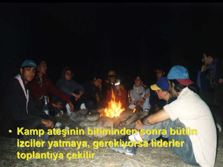 Kamp ateşinin bitiminden sonra bütün izciler yatmaya, gerekiyorsa liderler toplantıya çekilir
