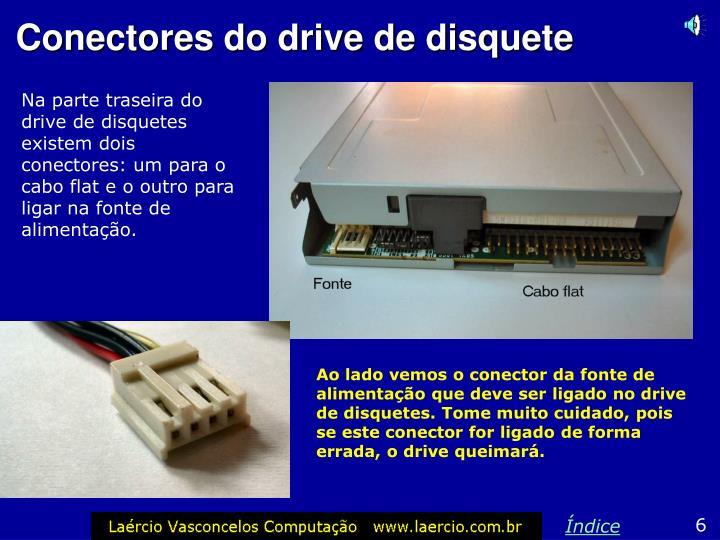 Na parte traseira do drive de disquetes existem dois conectores: um para o cabo flat e o outro para ligar na fonte de alimentação.