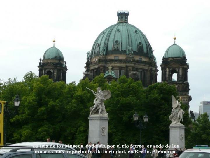 La Isla de los Museos, rodeada por el ro Spree, es sede de los museos ms importantes de la ciudad, en Berln, Alemania.