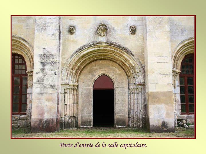 Porte d'entrée de la salle capitulaire.