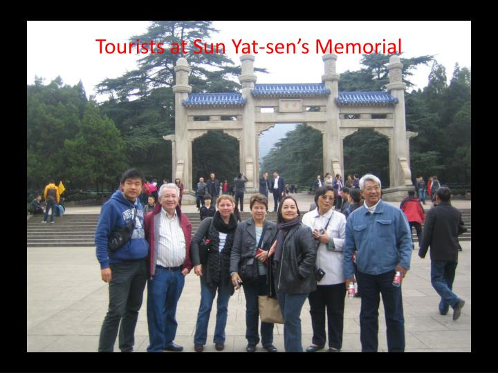 Tourists at Sun Yat-sen's Memorial