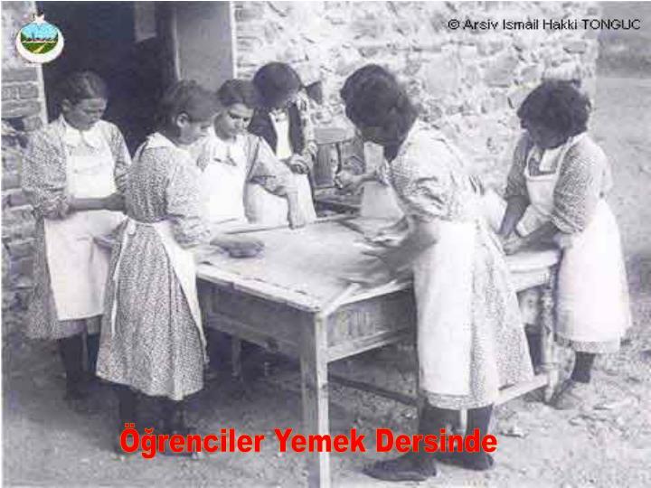 Öğrenciler Yemek Dersinde