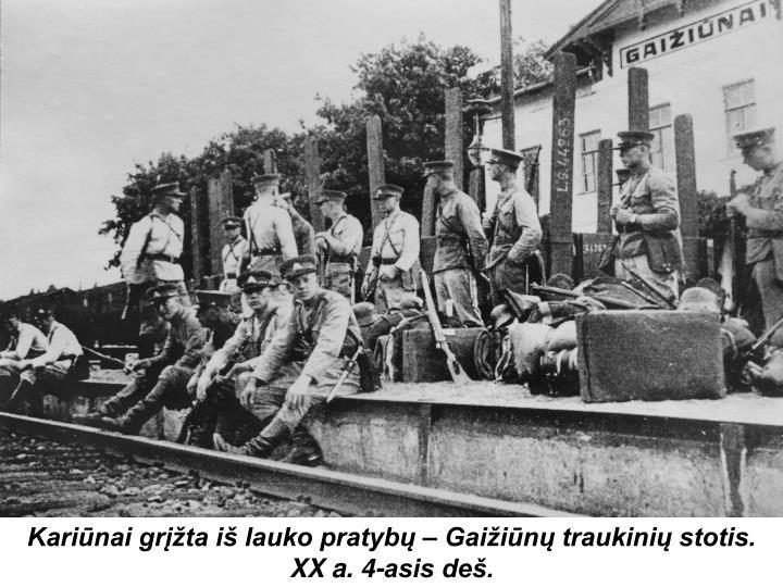Kariūnai grįžta iš lauko pratybų – Gaižiūnų traukinių stotis. XX a. 4-asis deš.