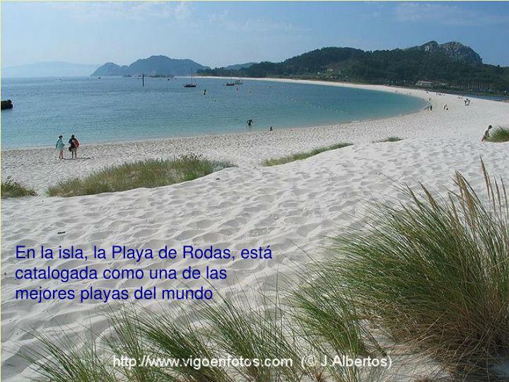 En la isla, la Playa de Rodas, está catalogada como una de las mejores playas del mundo