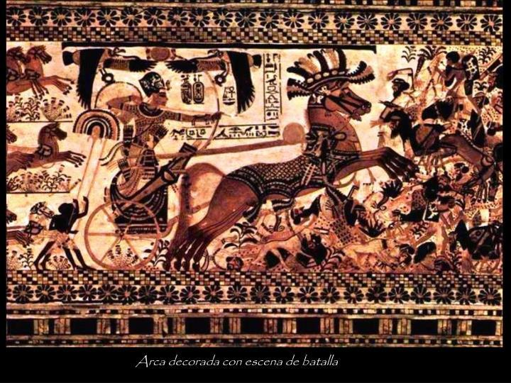 Arca decorada con escena de batalla