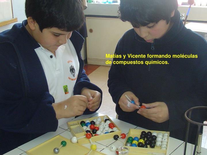 Matías y Vicente formando moléculas de compuestos químicos.