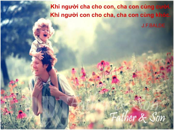 Khi người cha cho con, cha con cùng cười.