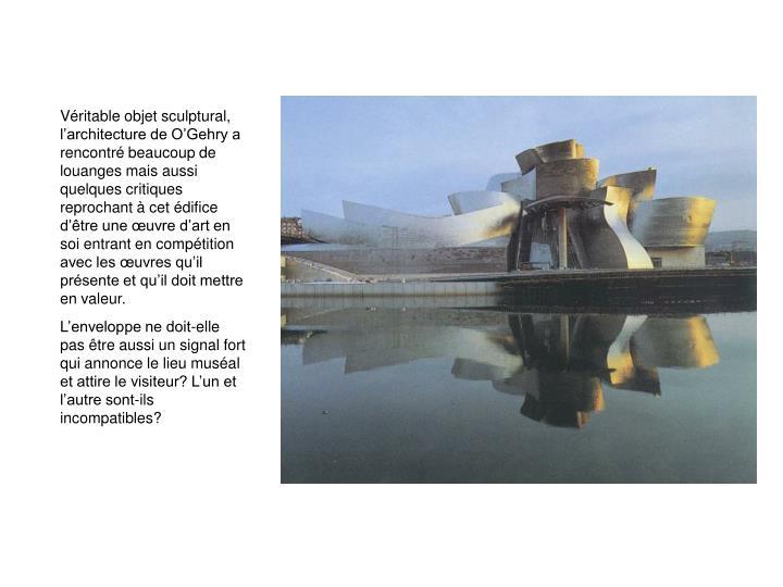 Vritable objet sculptural, larchitecture de OGehry a rencontr beaucoup de louanges mais aussi quelques critiques reprochant  cet difice dtre une uvre dart en soi entrant en comptition avec les uvres quil prsente et quil doit mettre en valeur.